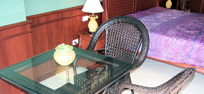 Le studio et la terrasse du studio au View Talay 7. Location de studio, appartement chambre à Pattaya.